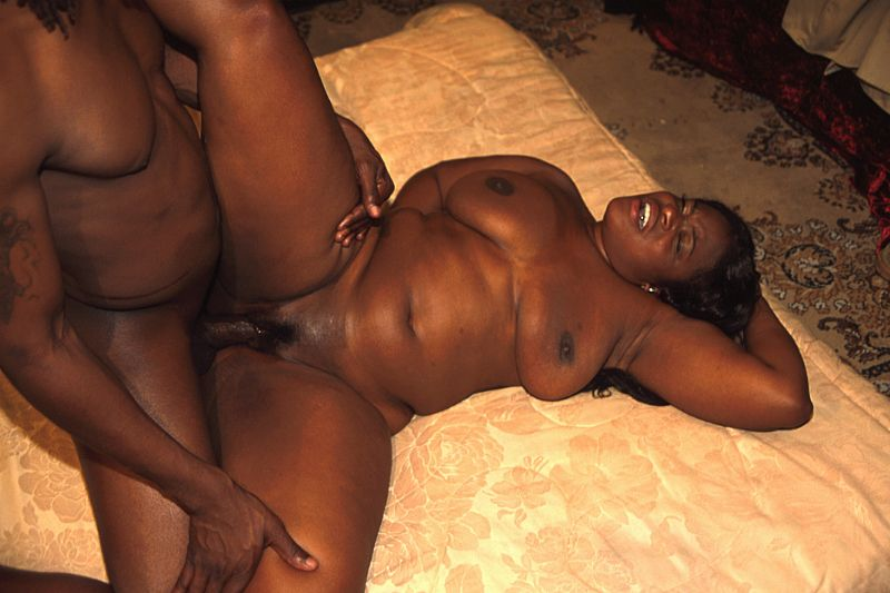 Amateur ebony slut gets her huge rack of tits fucked 6