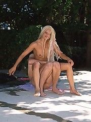 Bleached blonde black babe nailed in her driveway